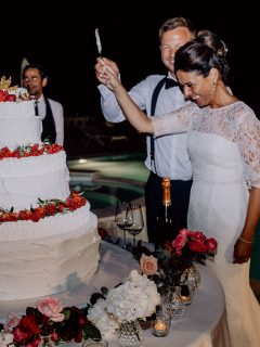 Hochzeitskuchen anschneiden